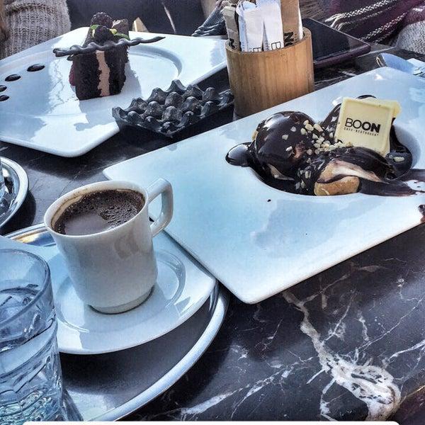 Foto tomada en Boon Cafe & Restaurant por Gülistan K. el 4/1/2017