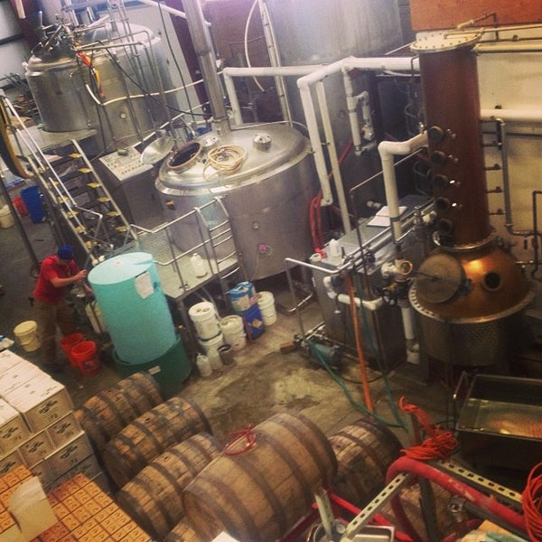 Das Foto wurde bei Newport Storm Brewery von Bonnie C. am 11/11/2013 aufgenommen