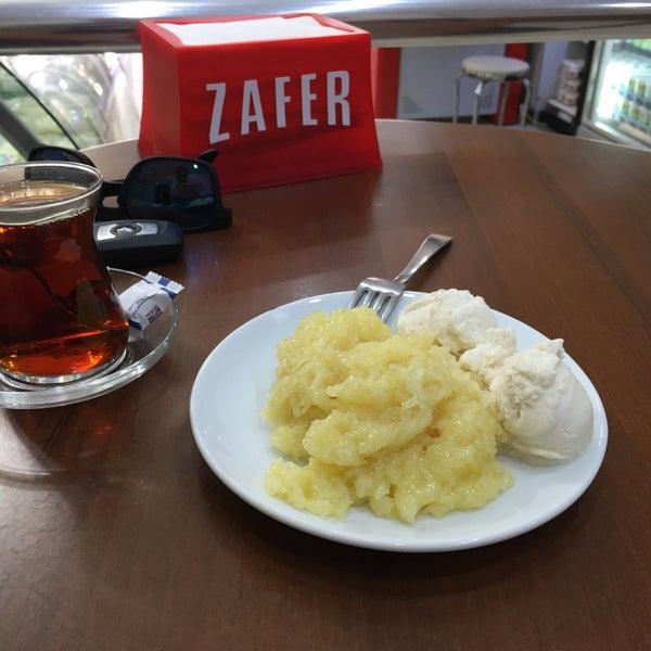 Das Foto wurde bei Zafer Tarihi Peynir Helvacısı von Yusuf T. am 6/15/2017 aufgenommen