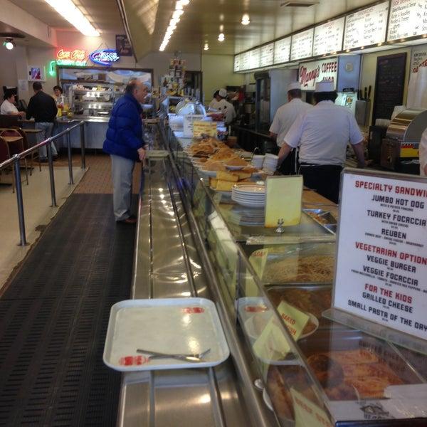 Foto diambil di Manny's Cafeteria & Delicatessen oleh Donald V. pada 5/4/2013