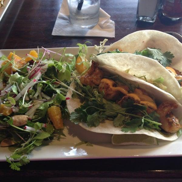 6/28/2013 tarihinde Maddy T.ziyaretçi tarafından Urban Eatery'de çekilen fotoğraf