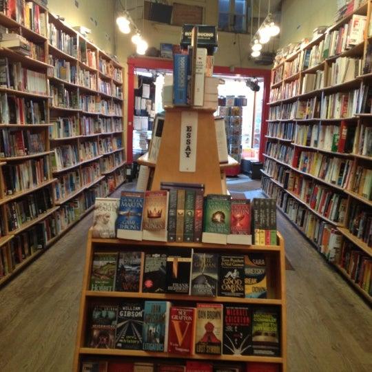 Photo prise au Kramerbooks & Afterwords Cafe par Maris F. le12/10/2012