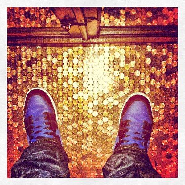 9/10/2013 tarihinde neran d.ziyaretçi tarafından Pearl's Liquor Bar'de çekilen fotoğraf