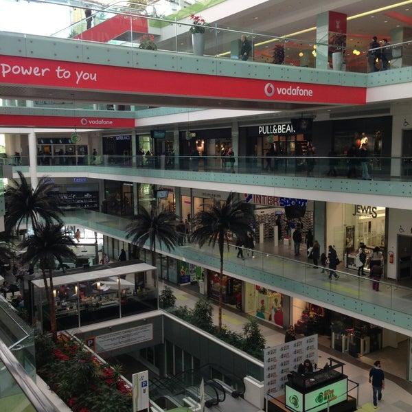 รูปภาพถ่ายที่ Athens Metro Mall โดย Dimitra B. เมื่อ 1/10/2013