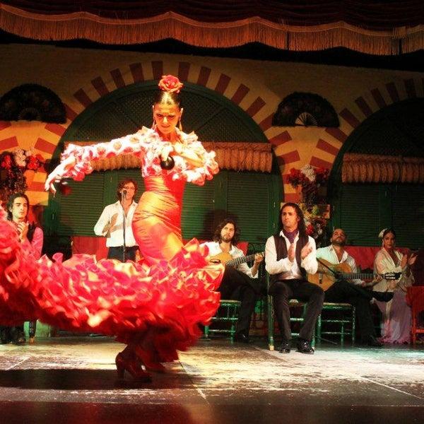 """Bienvenido al Tablao Flamenco de El Palacio Andaluz. El Espectáculo más puro de Flamenco de la ciudad de Sevilla, junto al barrio con más solera """"La Macarena"""" http://www.elpalacioandaluz.com/ver-show/"""