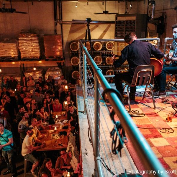 Foto tirada no(a) SingleCut Beersmiths por SingleCut Beersmiths em 1/9/2015