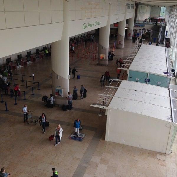 รูปภาพถ่ายที่ Liverpool John Lennon Airport (LPL) โดย Scott D. เมื่อ 5/30/2013