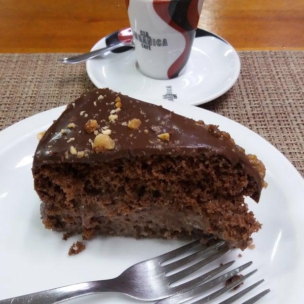 Bolo de chocolate com avelã é a melhor pedida para a sobremesa. Vai na fé!!! 👌