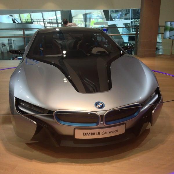 Foto tirada no(a) BMW Welt por Alexandr R. em 5/5/2013