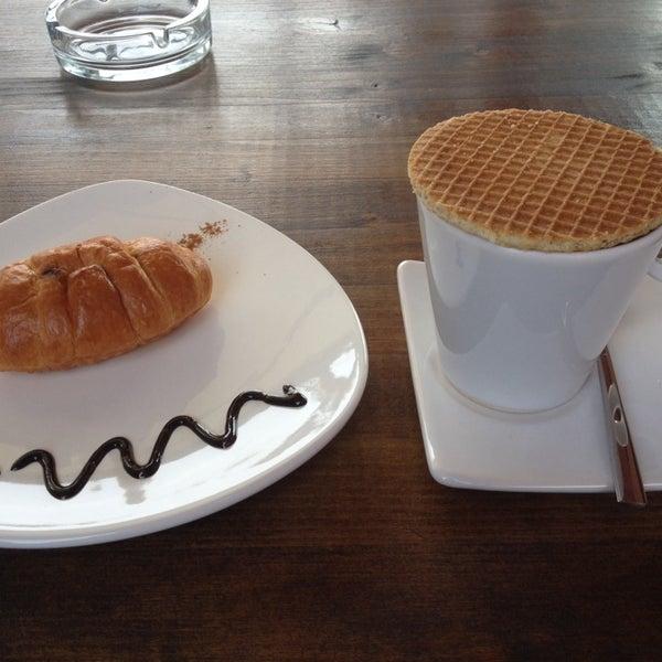 Foto tirada no(a) Cotta Coffee por Merve B. em 1/16/2014