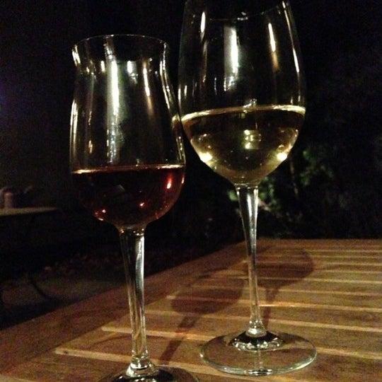 Foto scattata a Stonehome Wine Bar & Restaurant da Oscar A. il 1/24/2013