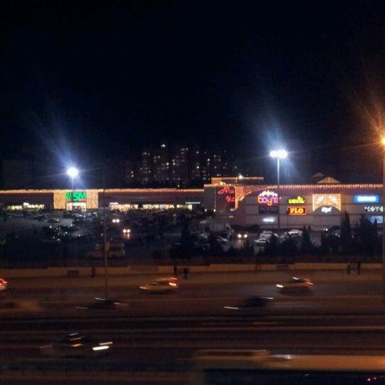 Das Foto wurde bei Beylikdüzü Migros AVM von Mu®at P. am 12/26/2012 aufgenommen