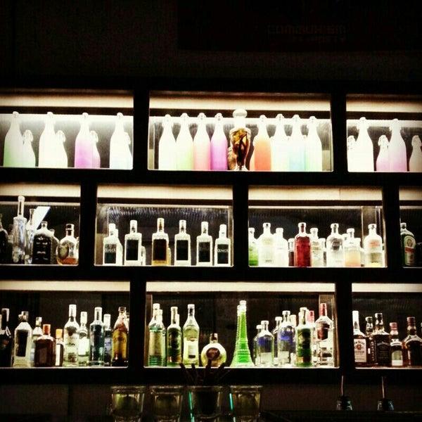 รูปภาพถ่ายที่ Up Shot Bar โดย demet a. เมื่อ 9/13/2013