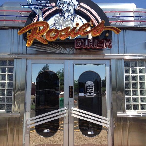 Foto tirada no(a) Rosie's Diner por Wade D. em 7/20/2013