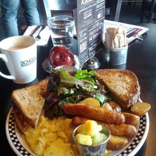 12/19/2012 tarihinde Tyler H.ziyaretçi tarafından SCHOOL Restaurant'de çekilen fotoğraf