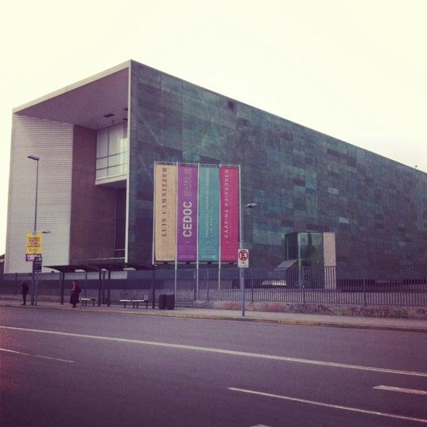 Foto diambil di Museo de la Memoria y los Derechos Humanos oleh Constanza L. pada 10/20/2013