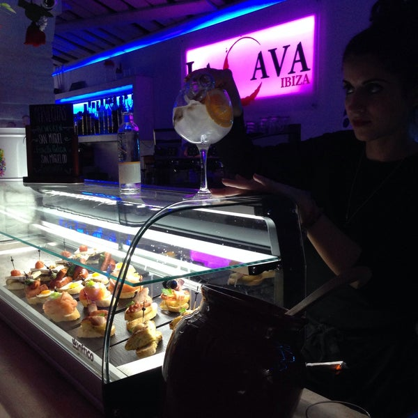 รูปภาพถ่ายที่ La Cava โดย Audrey 💄💋 C. เมื่อ 2/19/2015