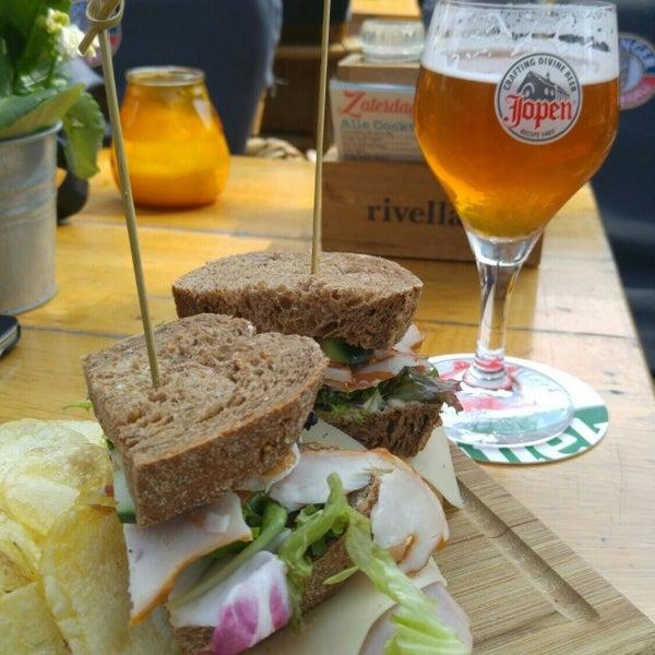 Foto diambil di Café Bolle oleh Dimitri B. pada 7/9/2016