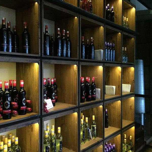 Снимок сделан в Decanter Wine House пользователем s∂k∂ 3/6/2017