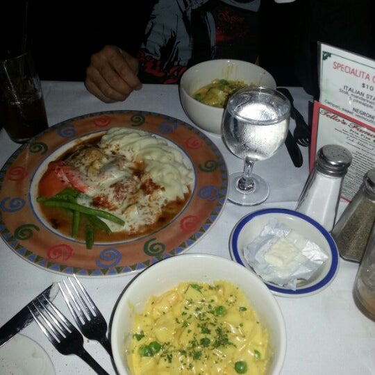 Das Foto wurde bei Tello's von Gabe M. am 12/8/2012 aufgenommen
