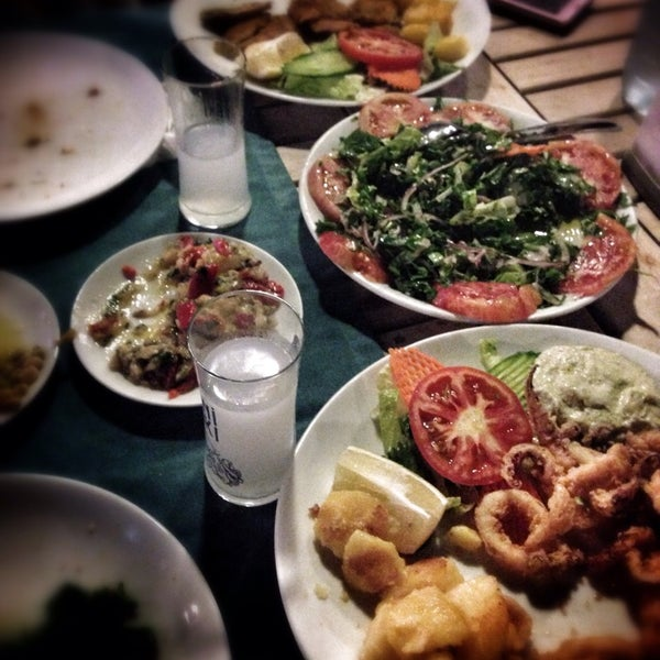 Foto scattata a Neighbours Restaurant da NARCIN K. il 10/30/2014