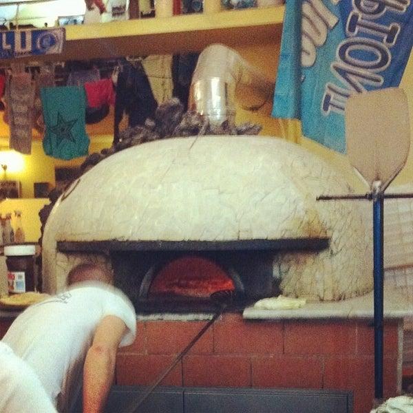 Foto tomada en Pizzeria O' Vesuvio Napoletana Forno Legna por Wincy el 1/18/2014
