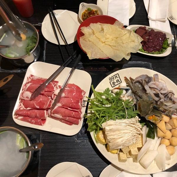 Foto diambil di 99 Favor Taste 99號餐廳 oleh Frances L. pada 5/29/2018