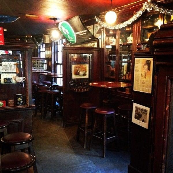 รูปภาพถ่ายที่ Toners Pub โดย Megan E. เมื่อ 12/22/2013