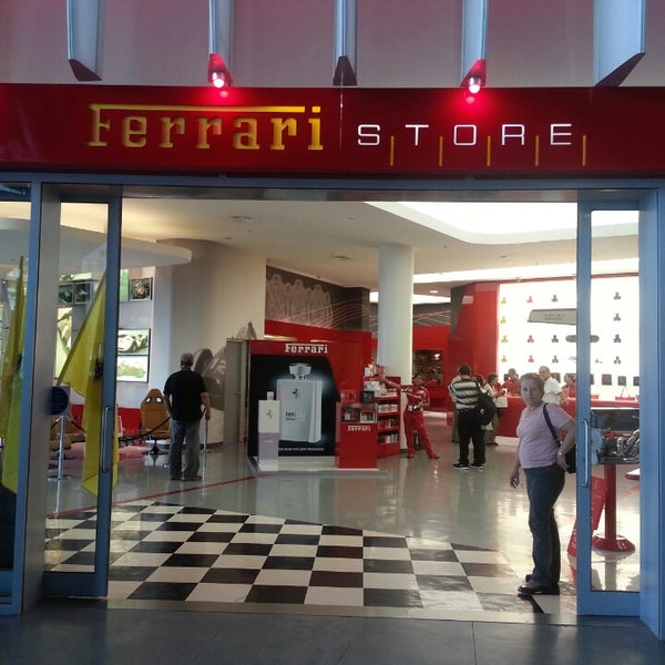 Photo prise au Ferrari World Abu Dhabi par Василий Л. le5/9/2013