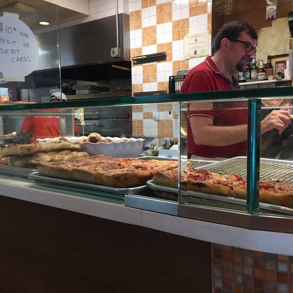 Foto scattata a Solo Pizza NYC da Kristen C. il 6/23/2019
