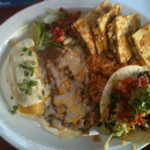 Foto scattata a Paco's Tacos & Tequila da Chandra M. il 5/13/2013