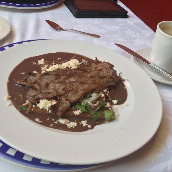 Foto tomada en Catedral Restaurante & Bar por Paco N. el 1/24/2013