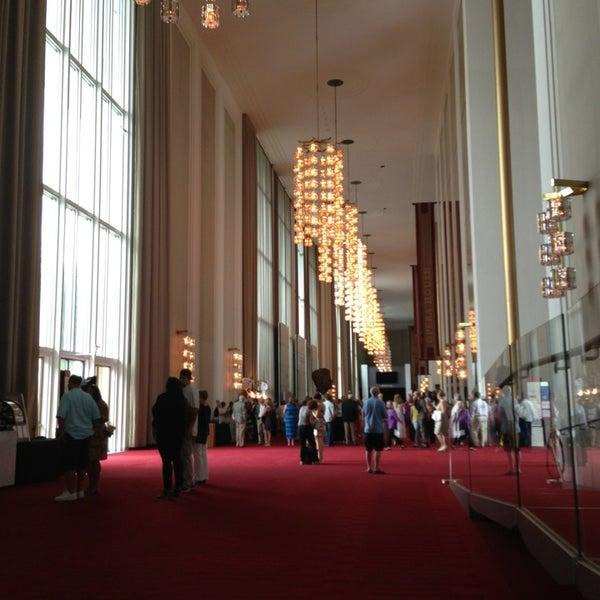 Снимок сделан в The John F. Kennedy Center for the Performing Arts пользователем Rick T. 7/13/2013