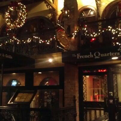 Foto tirada no(a) Bourbon Street Bar & Grille por Zoe A. em 12/19/2012