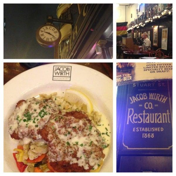 Foto tirada no(a) Jacob Wirth Restaurant por Jessica R. em 5/24/2013