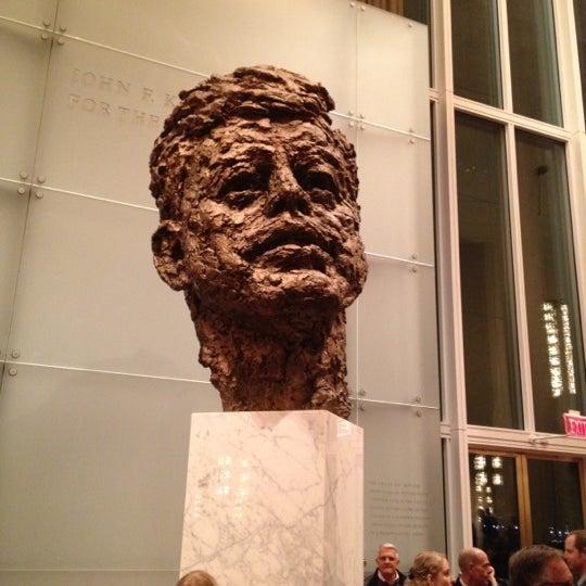 1/28/2012 tarihinde Eric P.ziyaretçi tarafından The John F. Kennedy Center for the Performing Arts'de çekilen fotoğraf