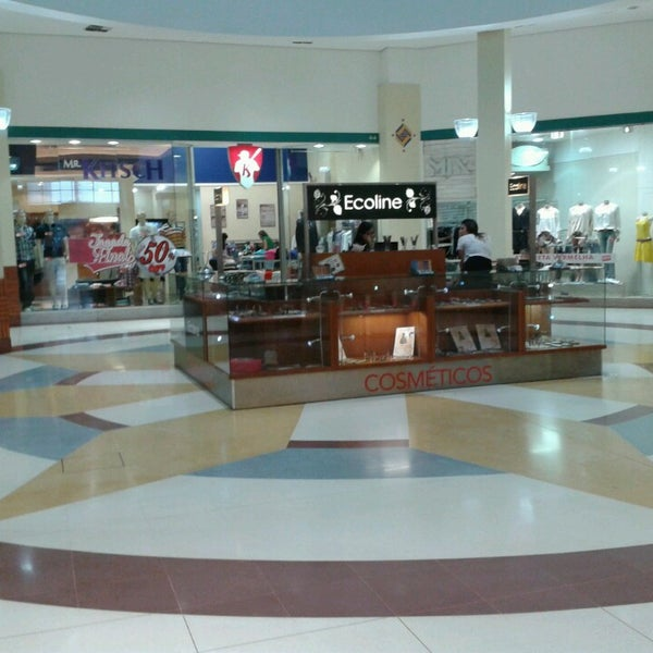 รูปภาพถ่ายที่ Shopping Iguatemi โดย Nilson P. เมื่อ 2/15/2013