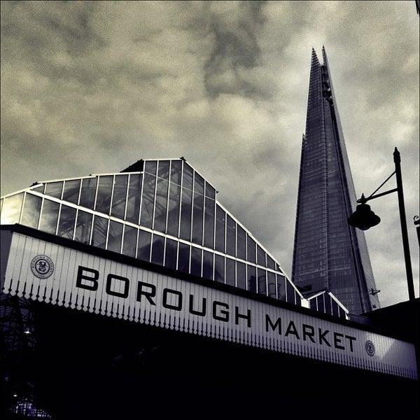 Foto tirada no(a) Borough Market por Chris K. em 2/18/2013