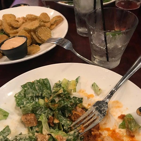 Photo prise au Cameron Bar & Grill par Tyler S. le7/2/2018