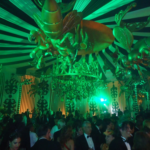 It is in this climate of Carnaval.Que will start the sophisticated ballroom of the most luxurious Copacabana Palace in Rio de Janeiro festival. For those who like glamor and sophistication. Here I go