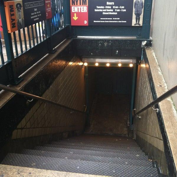 2/23/2013 tarihinde Jennifer F.ziyaretçi tarafından New York Transit Museum'de çekilen fotoğraf