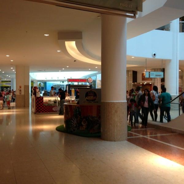 Foto tirada no(a) Shopping Palladium por Ana Maria G. em 2/11/2013