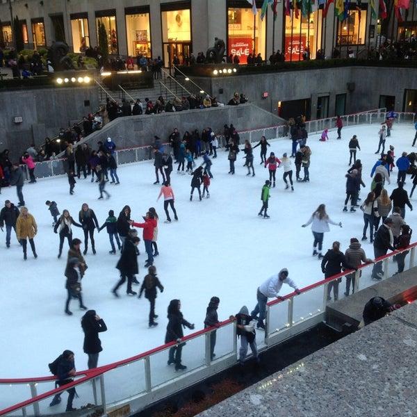 Das Foto wurde bei The Rink at Rockefeller Center von Kelley am 1/20/2013 aufgenommen