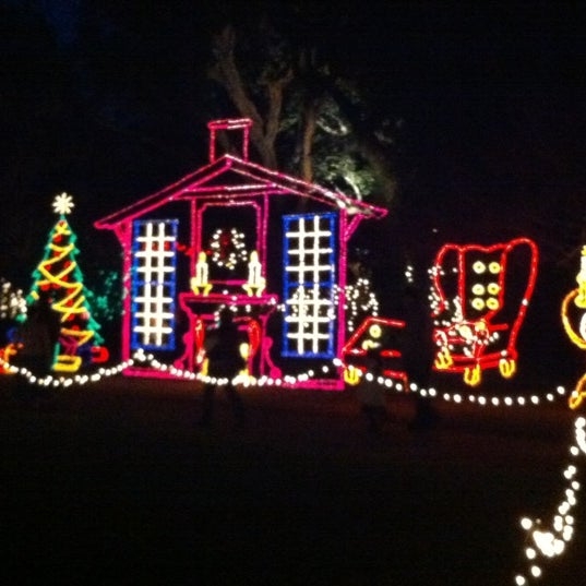 Photo taken at Christmas Lights Tour At Bellingrath Gardens by Will T. on 12/