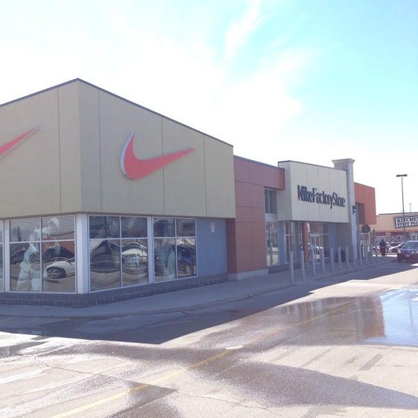 Estribillo relé horno  Nike Factory Store - Sporting Goods Shop in Oakville