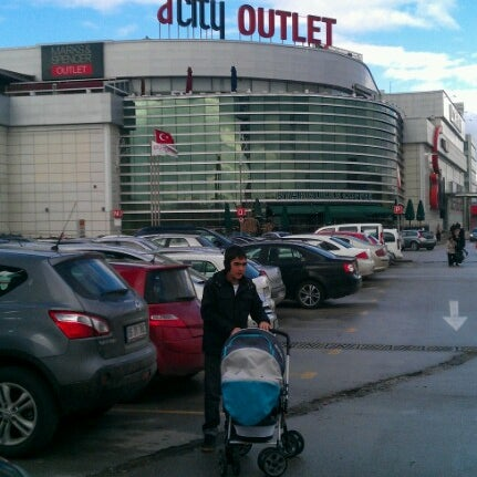 Das Foto wurde bei ACity Premium Outlet von SERHAT T. am 1/13/2013 aufgenommen