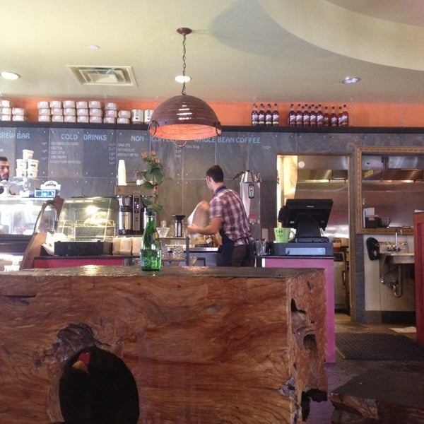 1/4/2013にKelly L.がFrogg Coffee Bar and Creperieで撮った写真