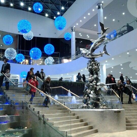 รูปภาพถ่ายที่ Ocean Plaza โดย Иванна С. เมื่อ 12/28/2012