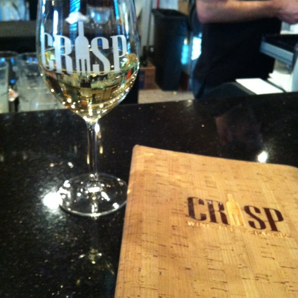 Photo prise au Crisp Wine-Beer-Eatery par Camille C. le2/27/2013