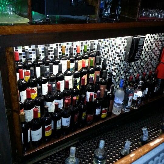 Foto scattata a Bourbon Street Restaurant and Catering da Dave C. il 2/9/2013